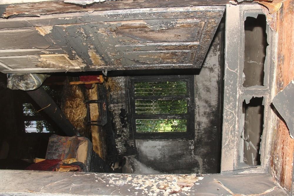 2020/08/klimadan-cikan-yangin-evi-kule-cevirdi-20200801AW08-5.jpg