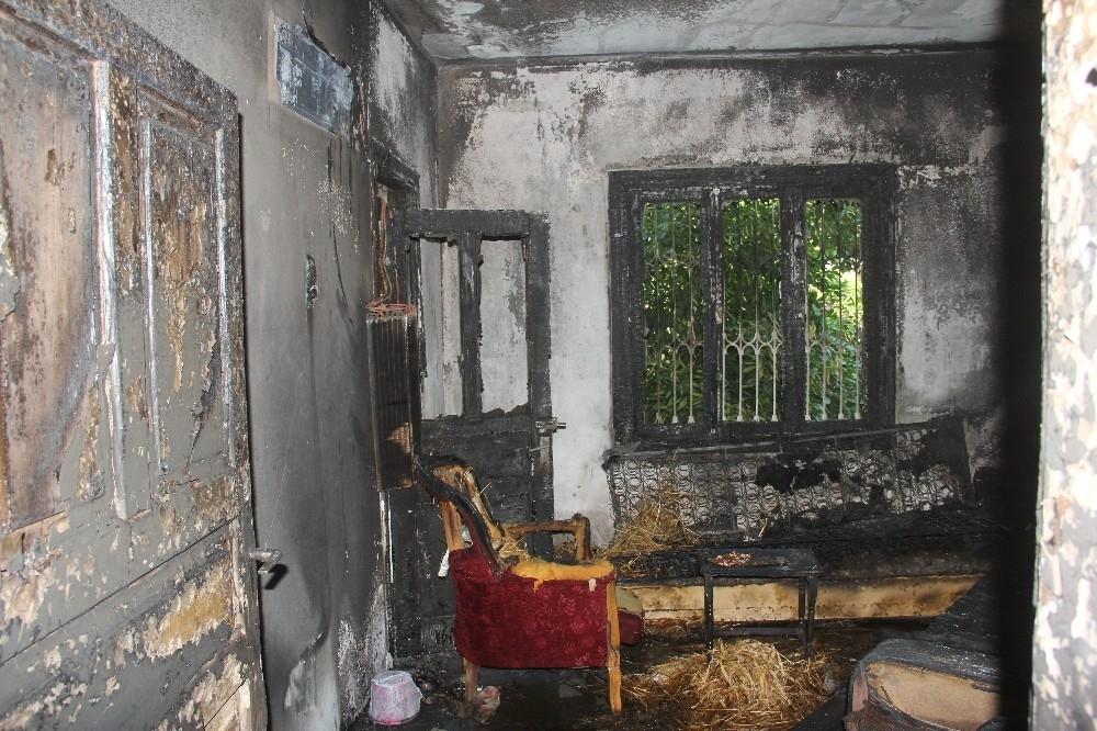 2020/08/klimadan-cikan-yangin-evi-kule-cevirdi-20200801AW08-9.jpg
