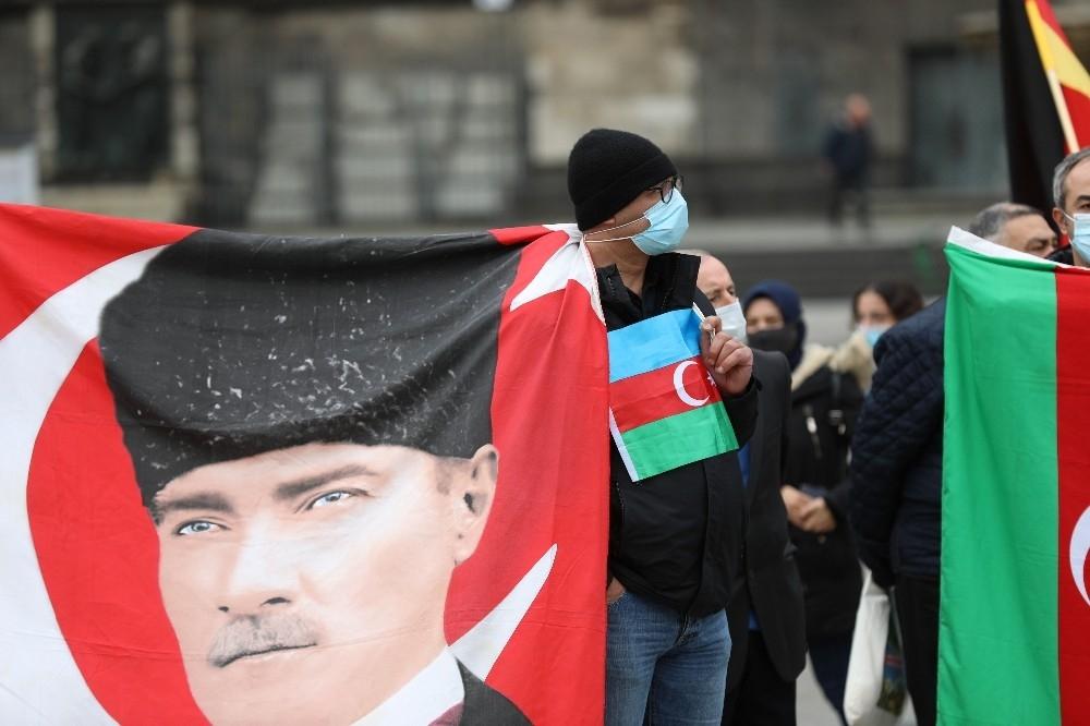 2020/10/almanyada-ermenistan-saldirilari-protesto-edildi-20201016AW14-1.jpg