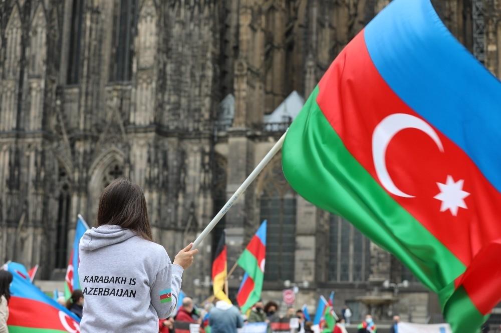 2020/10/almanyada-ermenistan-saldirilari-protesto-edildi-20201016AW14-2.jpg