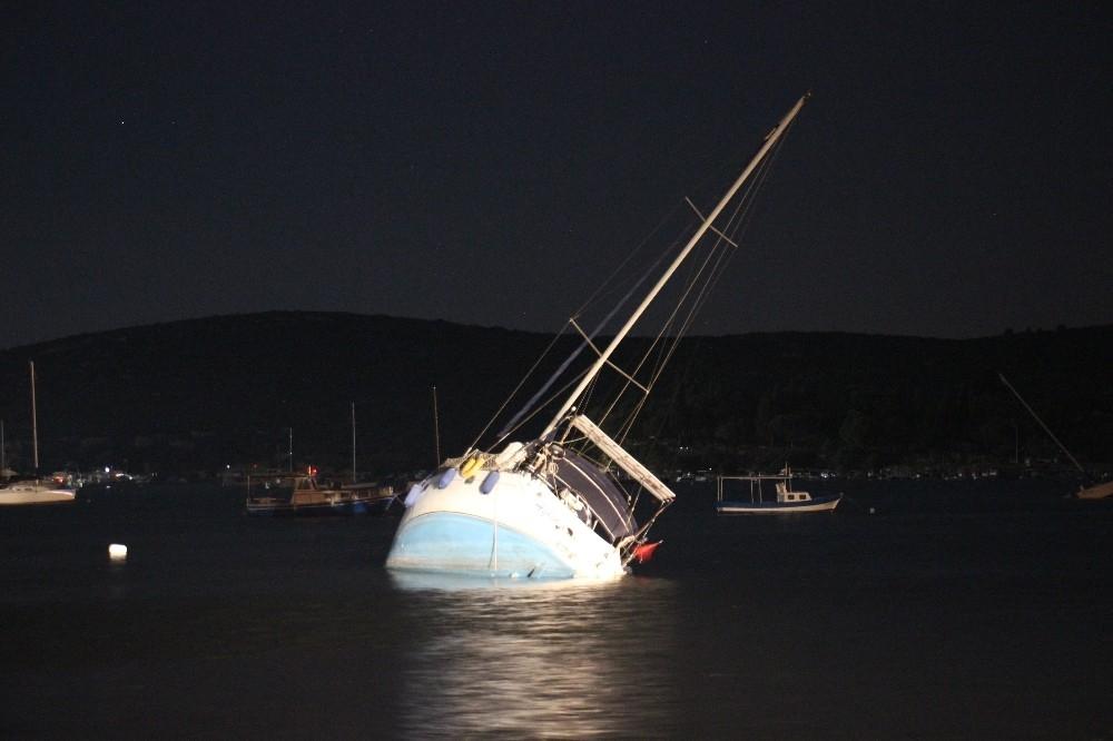 2020/10/deprem-sonrasi-denizde-urperten-goruntu-20201031AW15-1.jpg