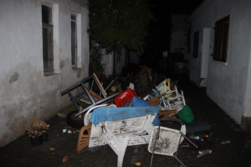 2020/10/deprem-sonrasi-denizde-urperten-goruntu-20201031AW15-5.jpg