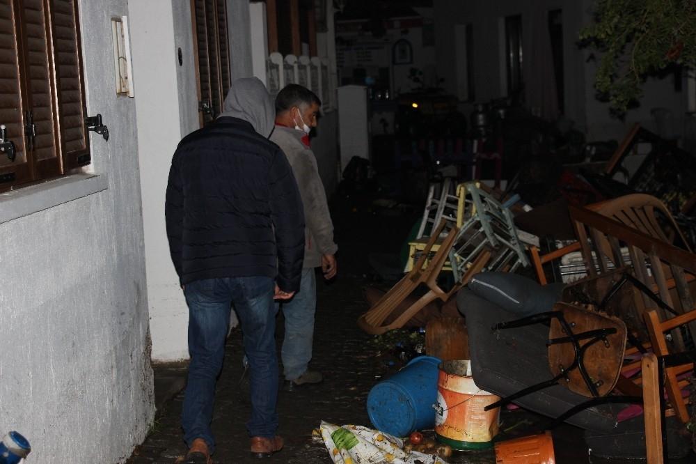 2020/10/deprem-sonrasi-denizde-urperten-goruntu-20201031AW15-6.jpg