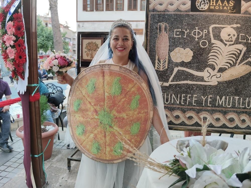 2020/10/hatayda-kunefe-ile-mozaigi-evlendirdiler-20201030AW15-4.jpg