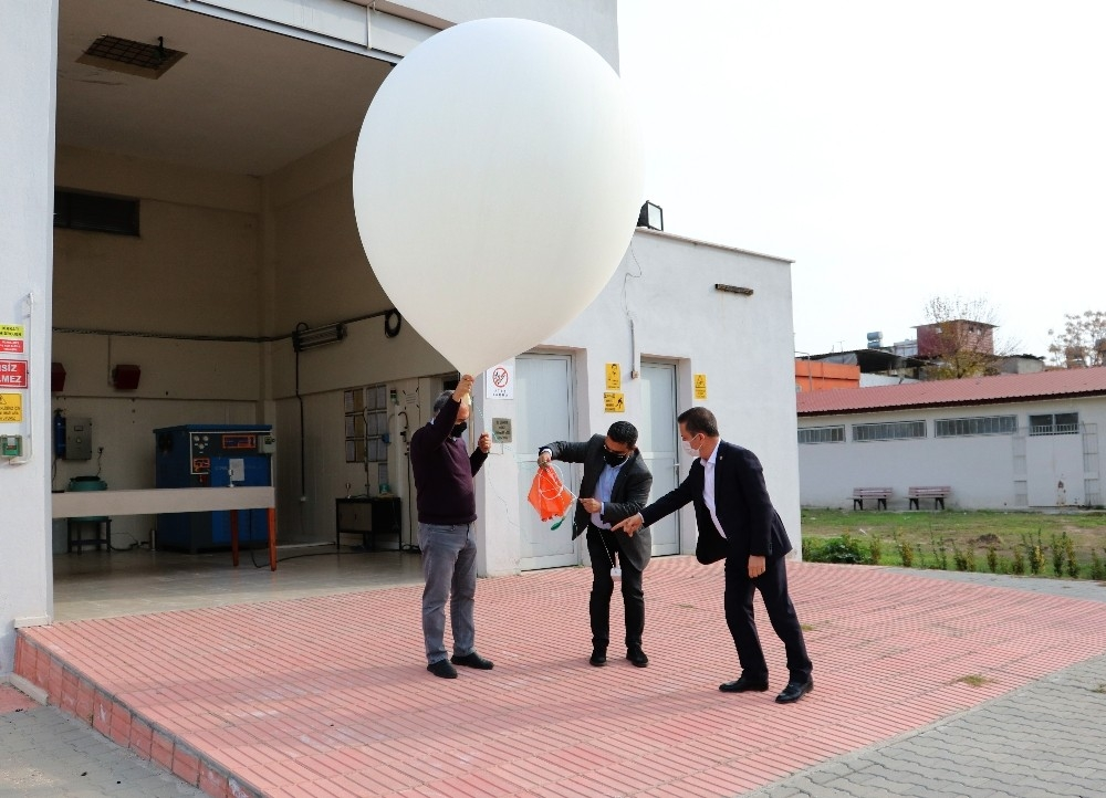2021/01/bu-balonlar-her-gun-2-defa-gokyuzune-birakiliyor-20210113AW21-2.jpg