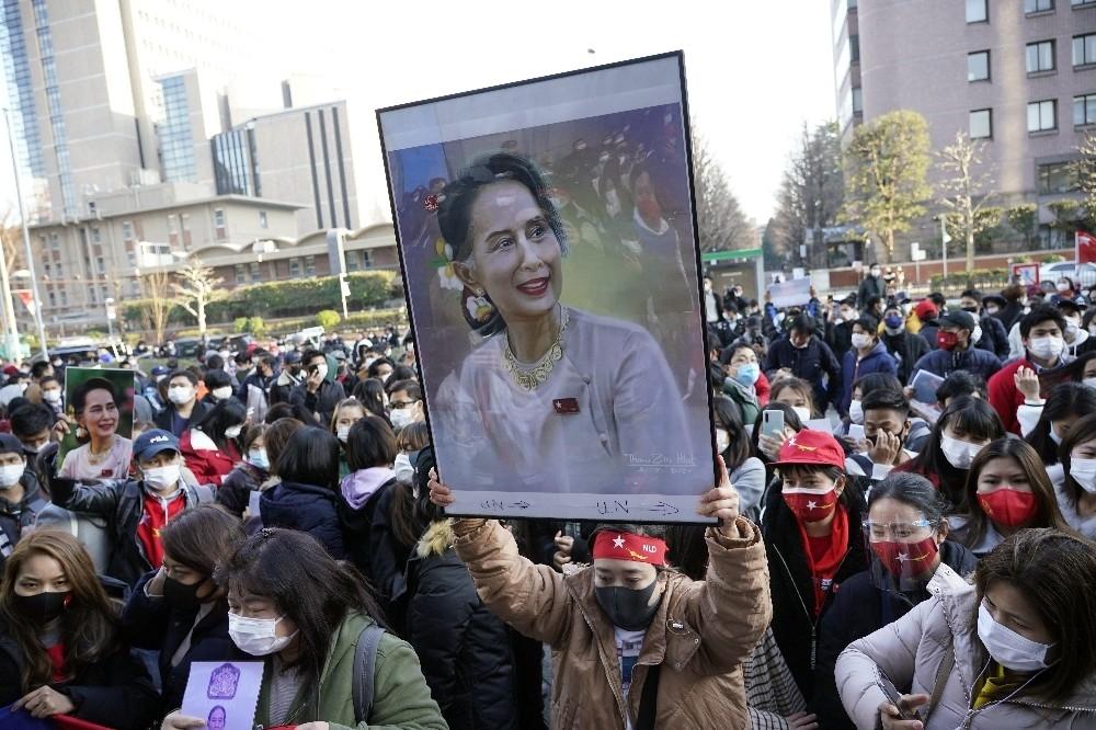 2021/02/askeri-darbe-japonyada-protesto-edildi-20210201AW23-1.jpg