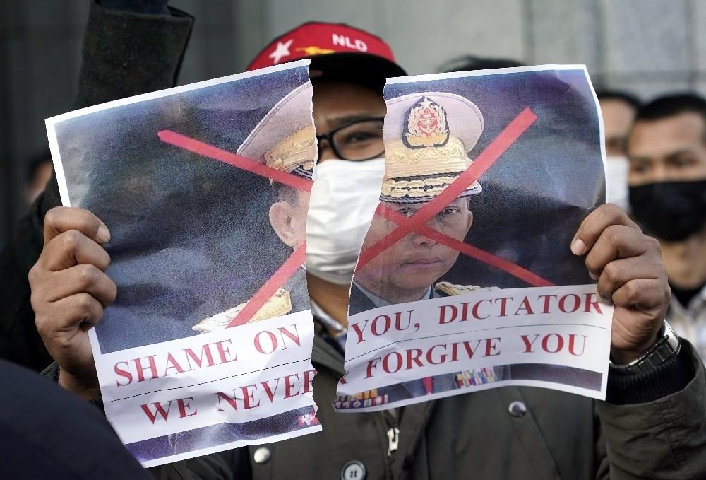 2021/02/askeri-darbe-japonyada-protesto-edildi-20210201AW23-3.jpg