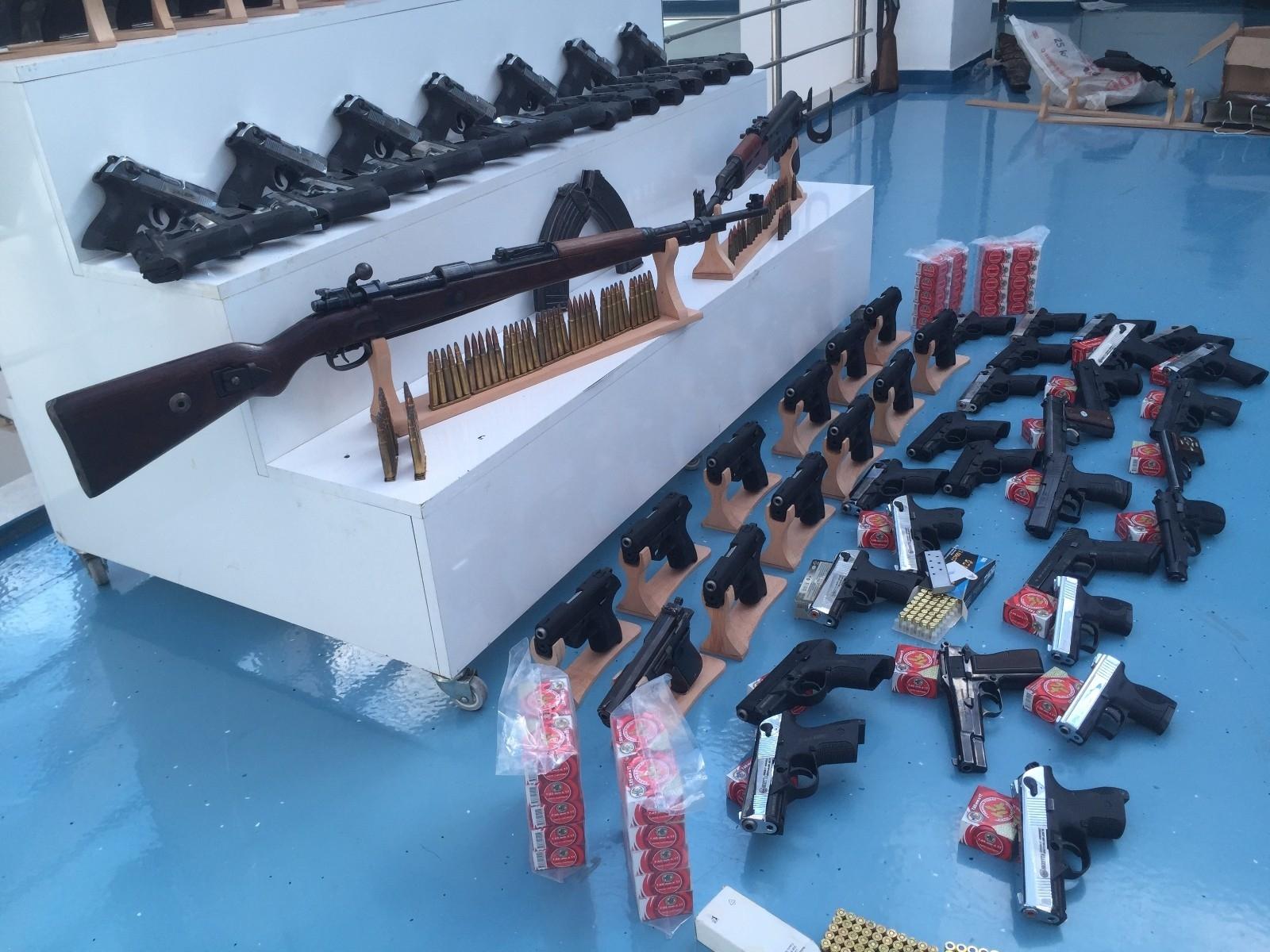 2021/04/silah-kacakciligi-operasyonu-20210427AW30-3.jpg