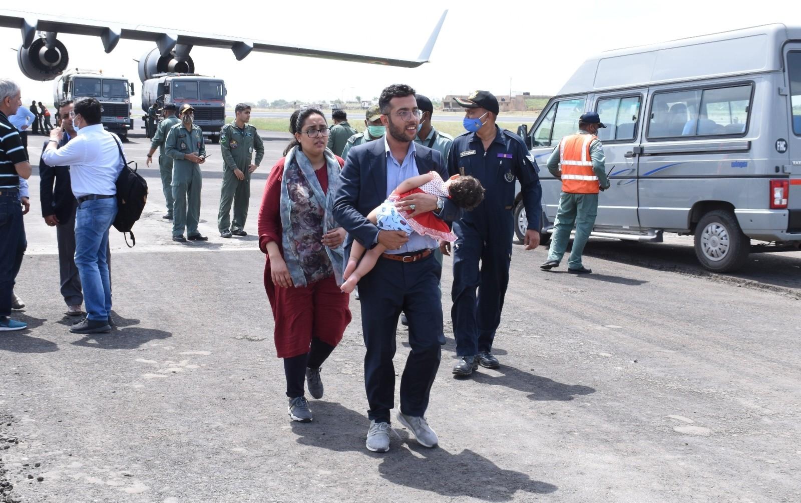 2021/08/hindistan-afganistandaki-tum-diplomatlarini-tahliye-etti-20210818AW39-2.jpg