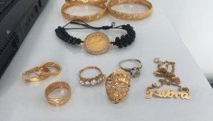Dolandırıcılık şüphelilerinin evlerinden altın ve para çıktı