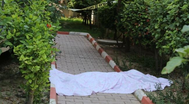 Yaşlı kadın oturduğu sitenin bahçesinde ölü bulundu
