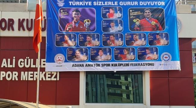 Tokyo 2020'de madalya kazanan sporculara Adana ASKF'den afişli jest